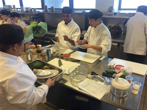 Como Culinary Club members participating in the SPPS Culinary Arts Competition.