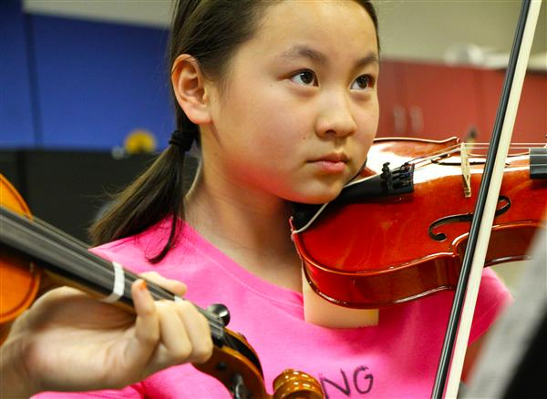 Girl playing violin.